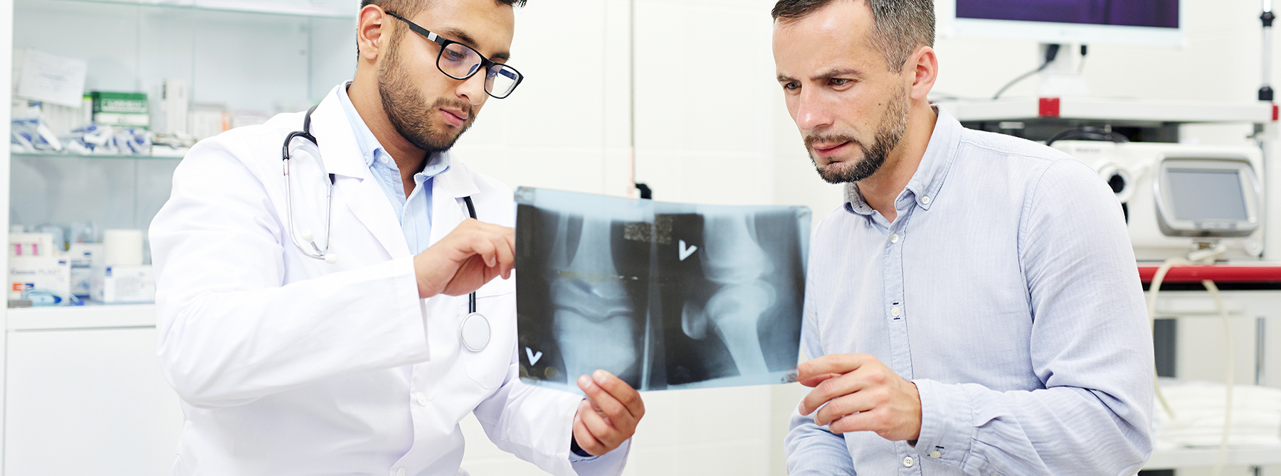 doctor explaining knee xray and knee replacement